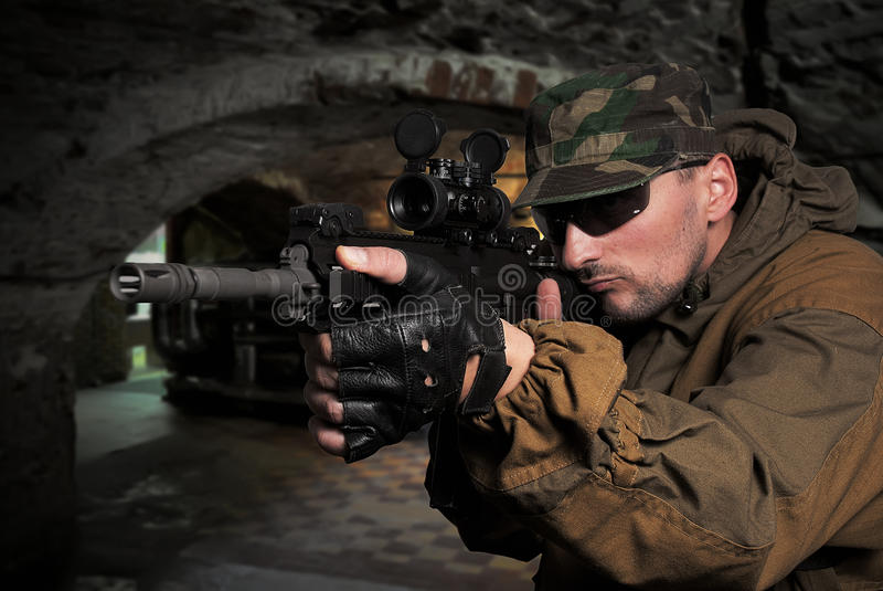 automatisk gevärsoldat för anfall royaltyfri foto