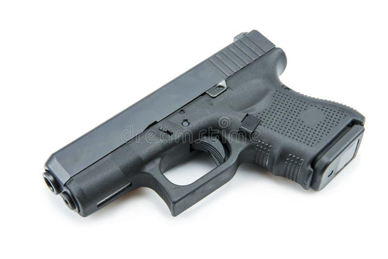 Automatiska 9mm handeldvapenpistol på vit bakgrund fotografering för bildbyråer