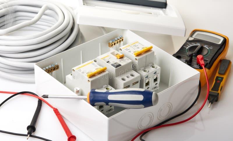 Automatiska strömkretssäkerhetsbrytare elektrisk utrustning royaltyfria bilder
