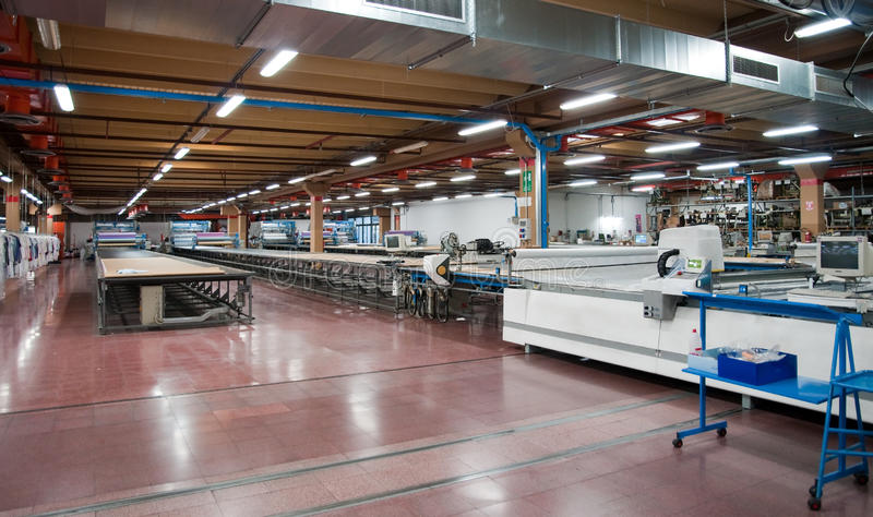 automatiskt clothing cuttingfabrikstextil royaltyfria foton