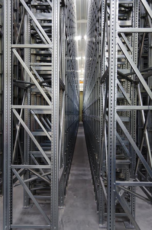 automatiskt logistiskt hyllasystemlager arkivbild