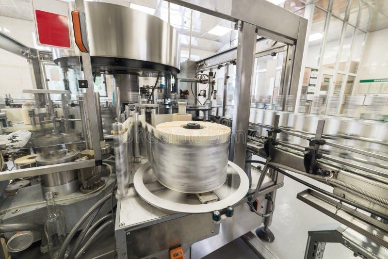 Automatyczna etykietowanie maszyna podczas operaci zdjęcia stock