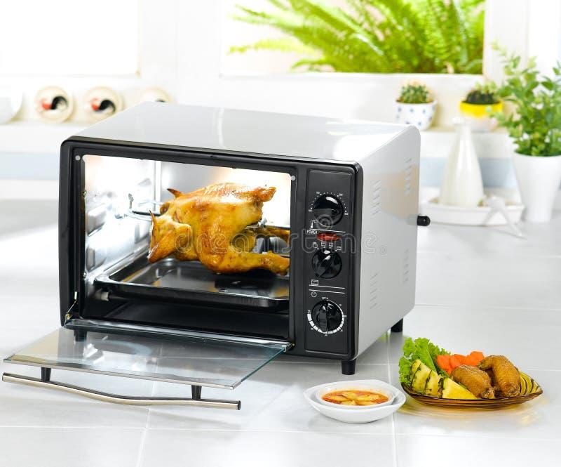 automatycznego kurczaka elektryczny opiekacz obraz stock