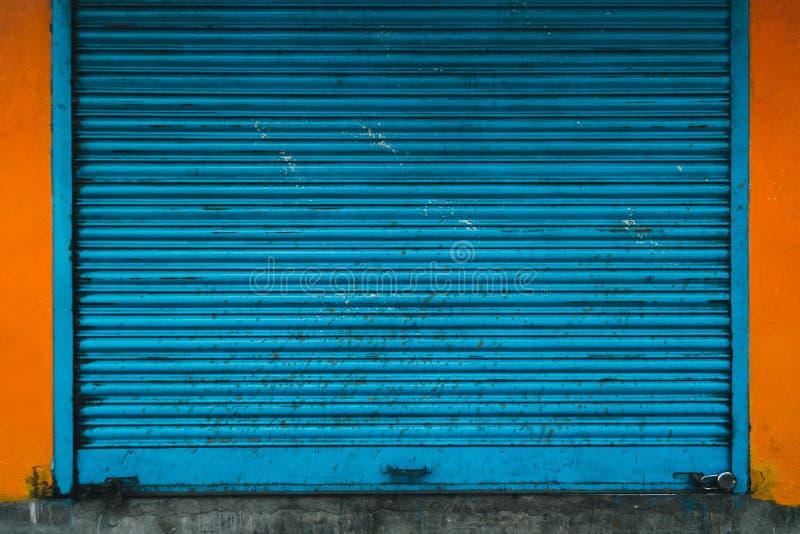 Automatycznej Elektrycznej rolki garażu Handlowa brama Lub pchnięcie zdjęcie royalty free
