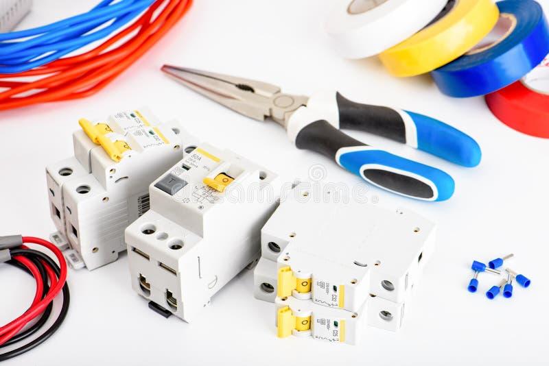 Automatyczni obwodów łamacze, groszaka sedna pojedynczy kabel Akcesoria dla bezpiecznej i bezpiecznie elektrycznej instalacji ele obraz royalty free