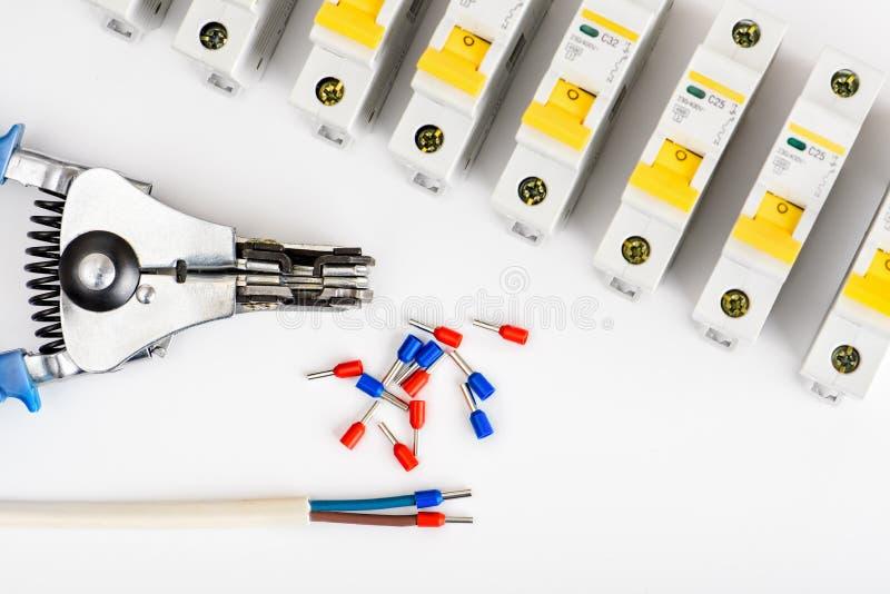 Automatyczni obwodów łamacze na białym tle, urz?dzenia elektryczne Akcesoria dla elektrycznej ochrony i kontroli zdjęcie stock