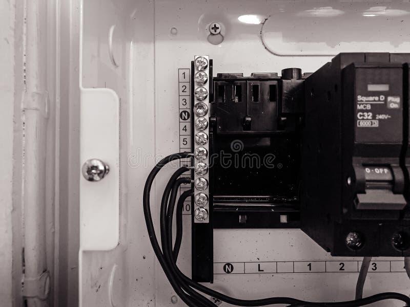 Automatyczny elektryczności zmiany obwodu łamacza centrum kontroli pudełko z drutami podłączeniowymi obrazy royalty free