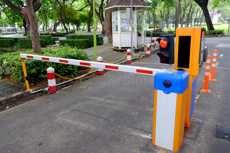 Automatyczny ogrodzenie ochronne dla parking samochodowego fotografia stock
