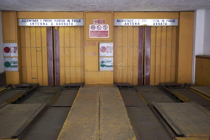 Automatyzujący salowy parking wejście zdjęcia royalty free