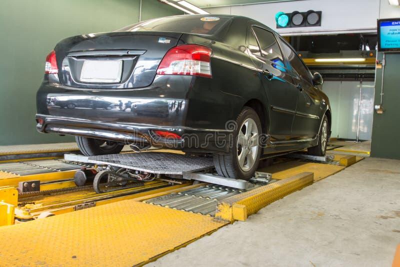 Automatyzujący samochodowy parking system obrazy royalty free
