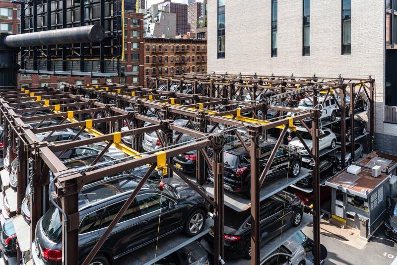 Automatyzujący wielopiętrowy parking system w Nowy Jork obraz royalty free