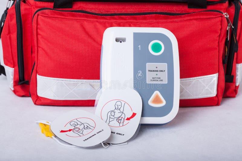 Automatyzujący zewnętrznie defibrillator fotografia stock