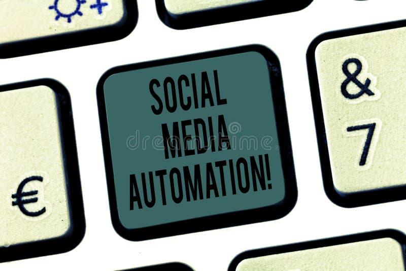 Automazione sociale di media del testo di scrittura di parola Concetto di affari per automazione di invio del contenuto alla tast immagine stock