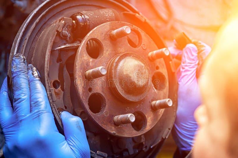 Automechanikerreparatur lizenzfreie stockbilder