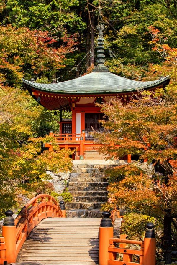 Automne au temple de daigoji avec coloré image libre de droits