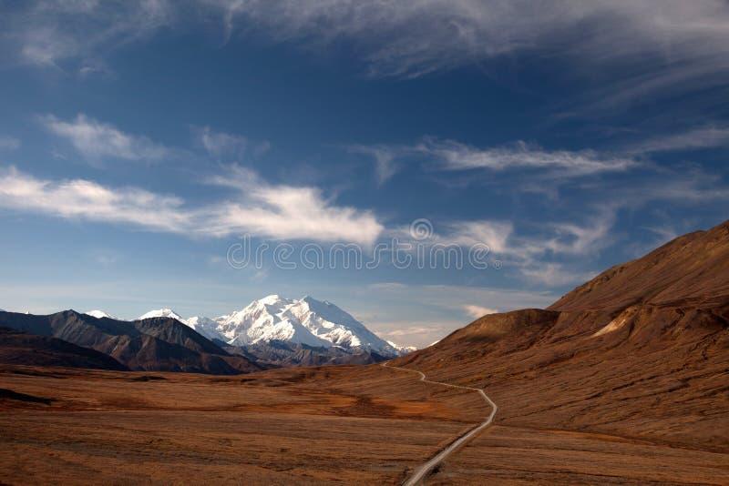 Automne dans Denali et route au support McKinley photo stock