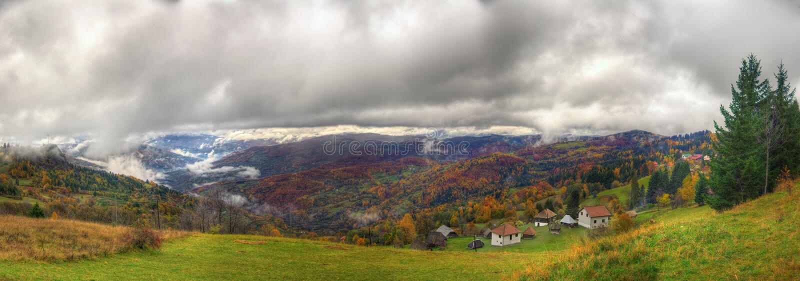 Automne dans la montagne, Serbie occidentale - panorama photographie stock libre de droits