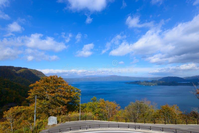 Automne dans le lac Towada images stock