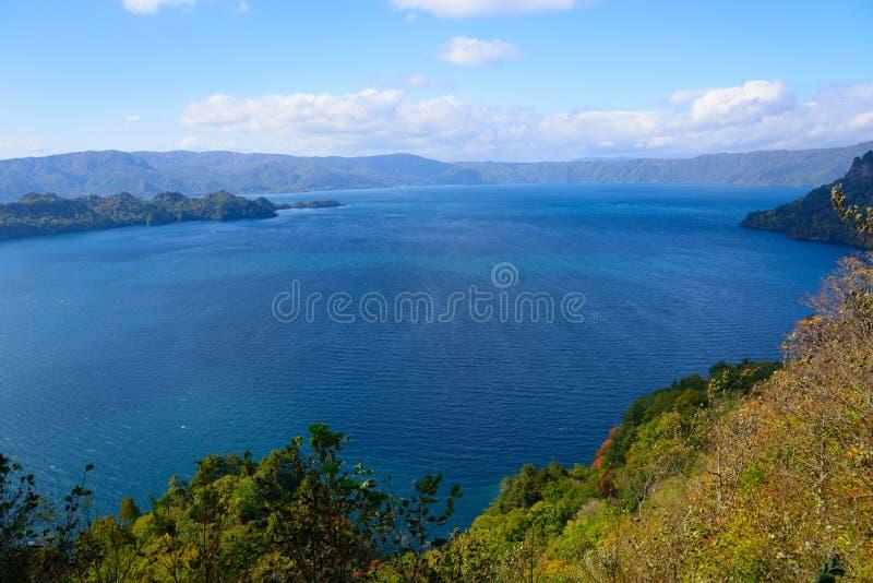 Automne dans le lac Towada images libres de droits