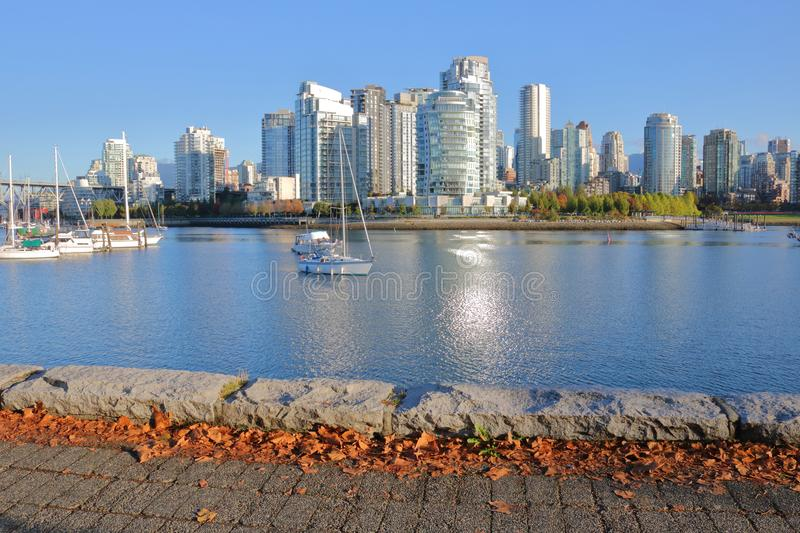 Automne dans le ` s False Creek de Vancouver photographie stock