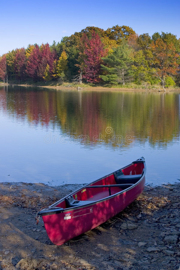 Automne de lac canoe photos stock