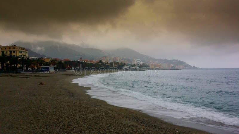 Download Automne de mer image stock. Image du hiver, pluvieux - 45359377