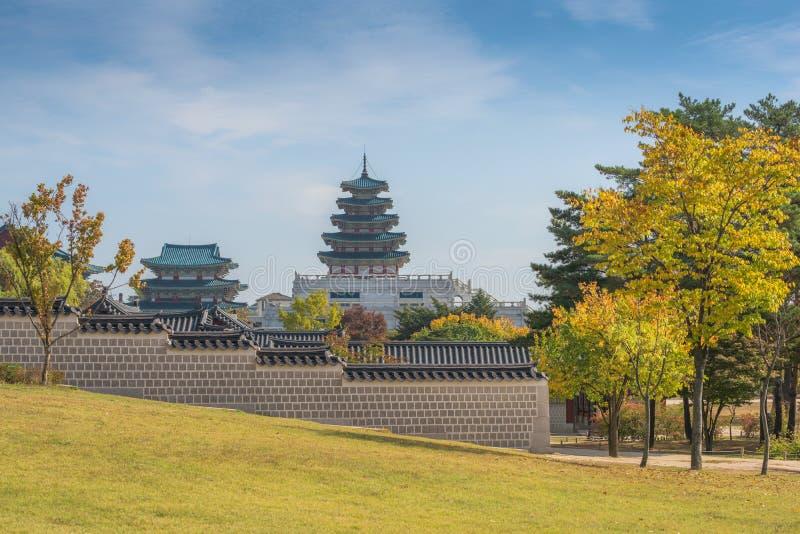 Automne de palais de Gyeongbokgung à Séoul, Corée images stock
