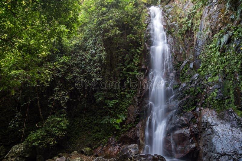 Automne moyen du NG Tung Chai Waterfalls en Hong Kong photos stock