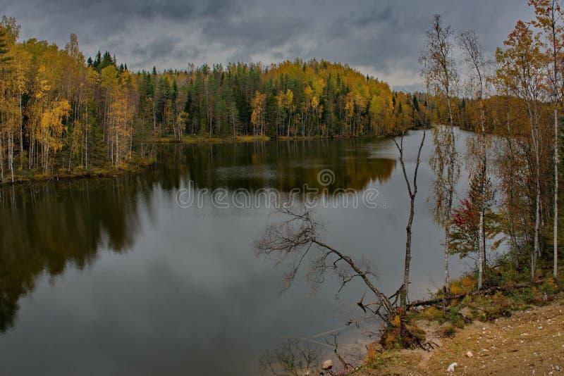 Automne sur le lac Ladoga photo libre de droits