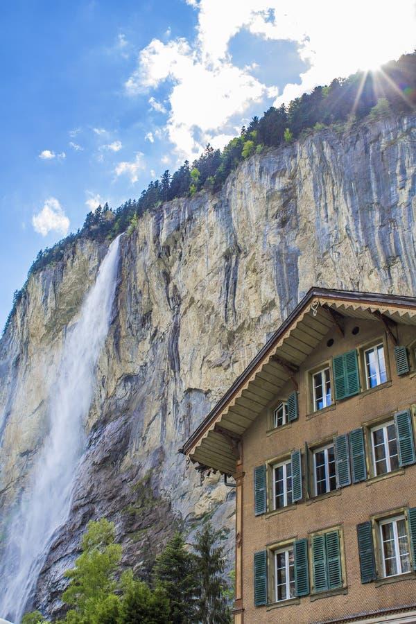 Automnes de Staunbach dans Lauterbrunnen Cascade dans les Alpes Alpes suisses alpestre image libre de droits