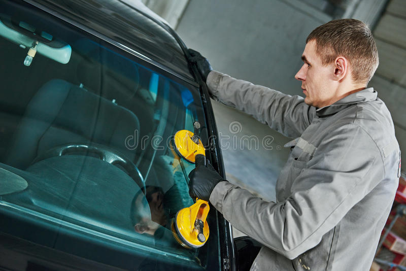 Automobiele windscherm of voorruitvervanging royalty-vrije stock foto's