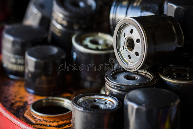 Automobilölfilterhintergrund stockfotografie
