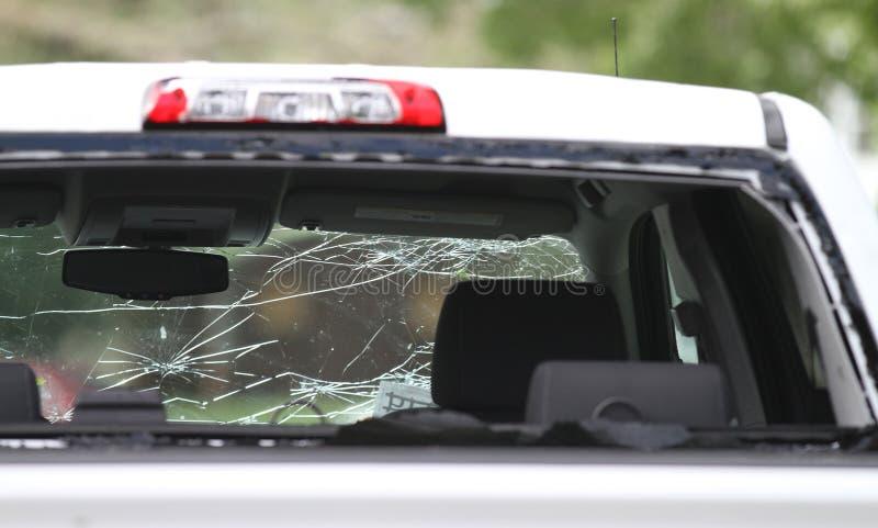 Automobil ruiniert durch Hagelsturm lizenzfreies stockbild