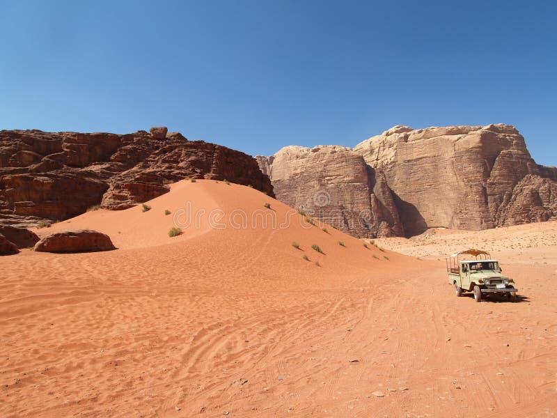 Automobile al deserto immagini stock libere da diritti
