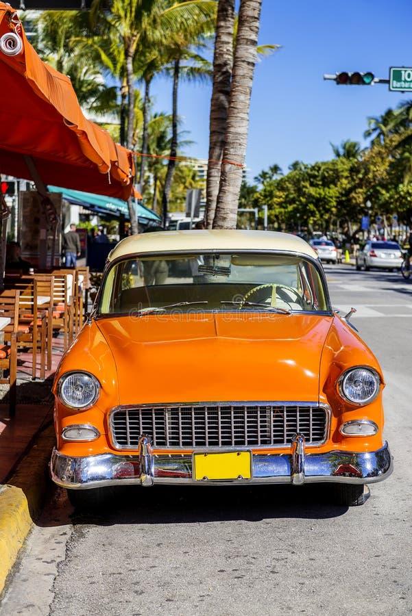 Automobile americana classica sulla spiaggia del sud, Miami fotografie stock libere da diritti