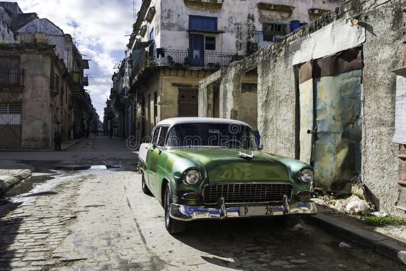 Automobile americana d'annata a Avana, Cuba fotografia stock libera da diritti