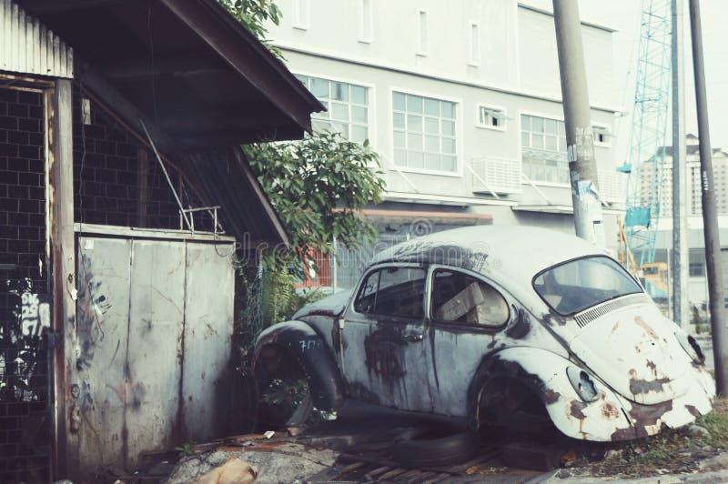 automobile antica al palazzo fotografie stock