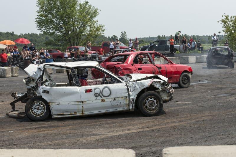 Automobile bianca demolita fotografie stock