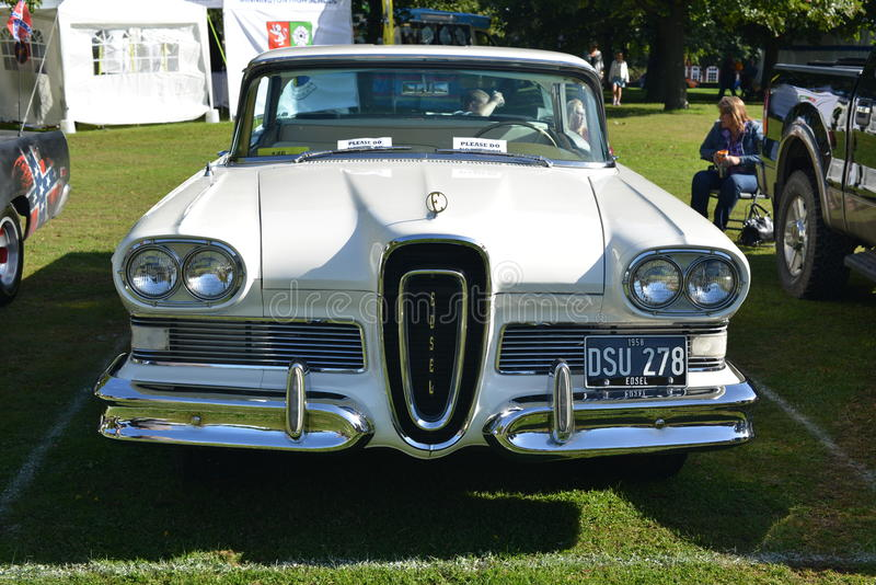 Automobile classica bianca dei collettori di Edsel Citation American fotografie stock libere da diritti