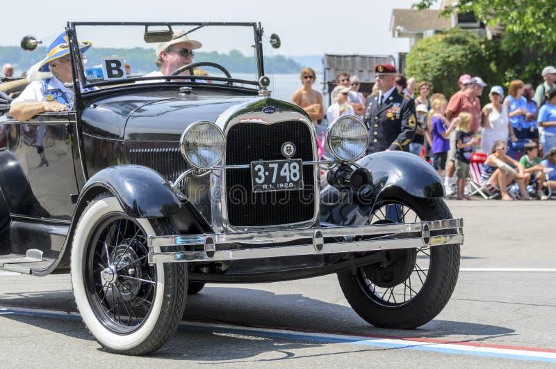 Automobile classica nella parata di festa dell'indipendenza fotografia stock libera da diritti