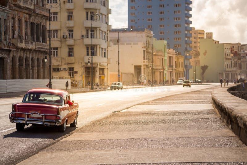 Automobile classica su Malecon a Avana, Cuba fotografia stock libera da diritti