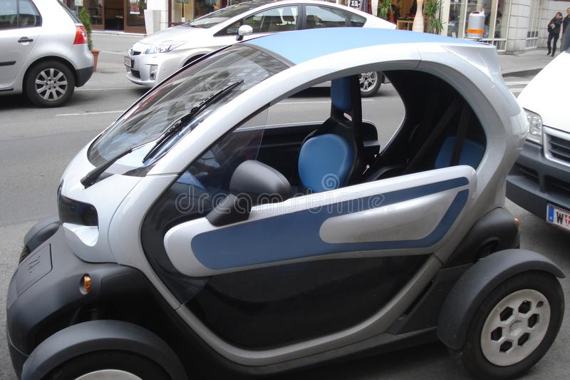 Automobile compatta ed ecologica di Electromobile, immagini stock libere da diritti