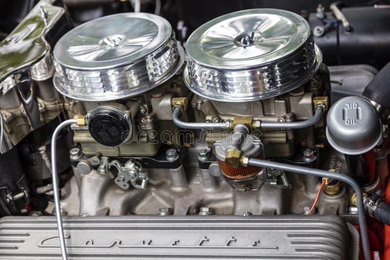 Automobile d'annata 1956 di potere del cromo del motore di Chevrolet Corvette fotografie stock