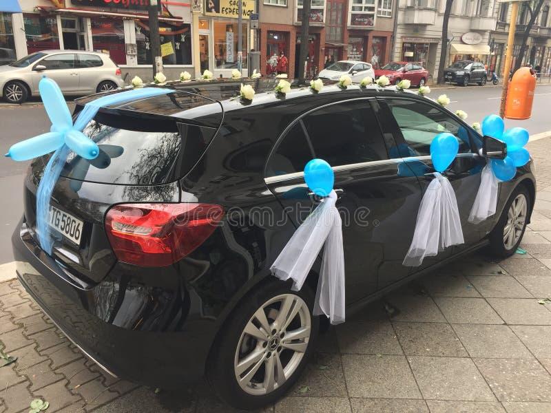 Automobile decorata di nozze fotografie stock libere da diritti