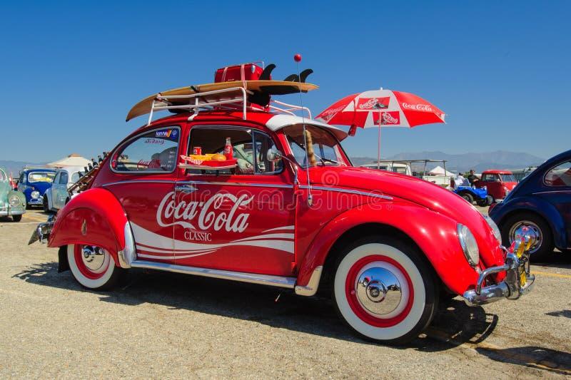 Automobile del classico di Coca-Cola dello scarabeo di VW fotografia stock