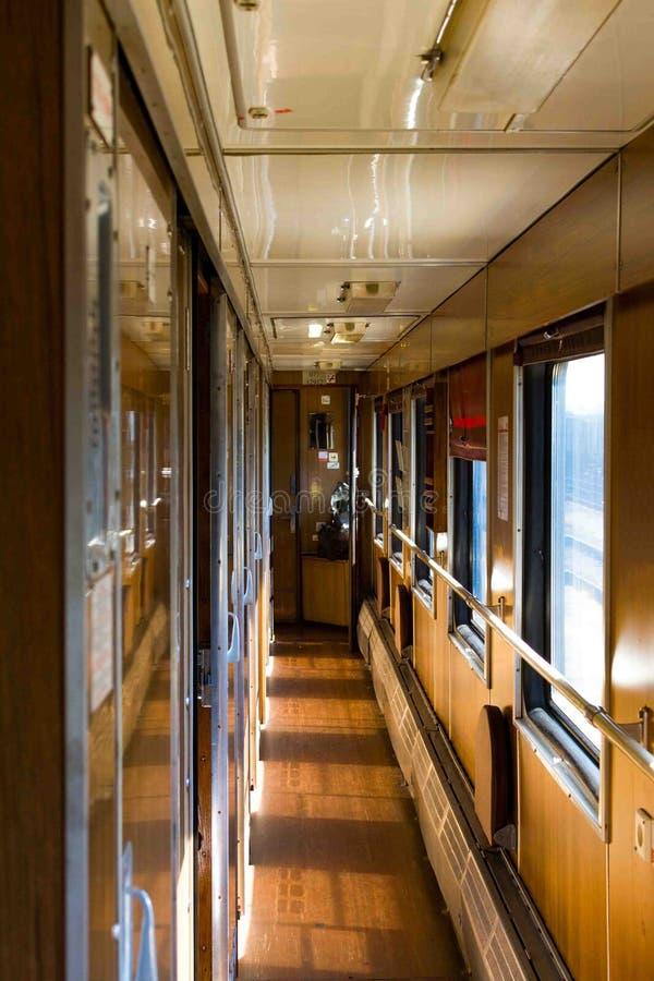 Automobile del compartimento di un treno passeggeri fotografie stock libere da diritti
