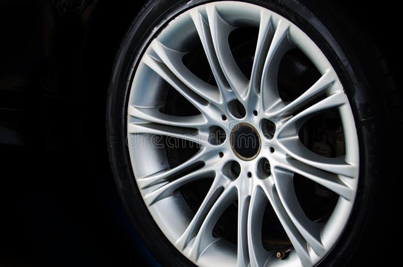 Automobile della ruota della lega immagine stock libera da diritti