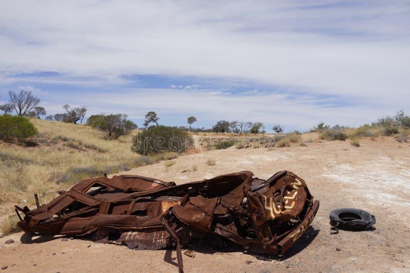 Automobile demolita della ruggine in deserto australiano immagine stock libera da diritti