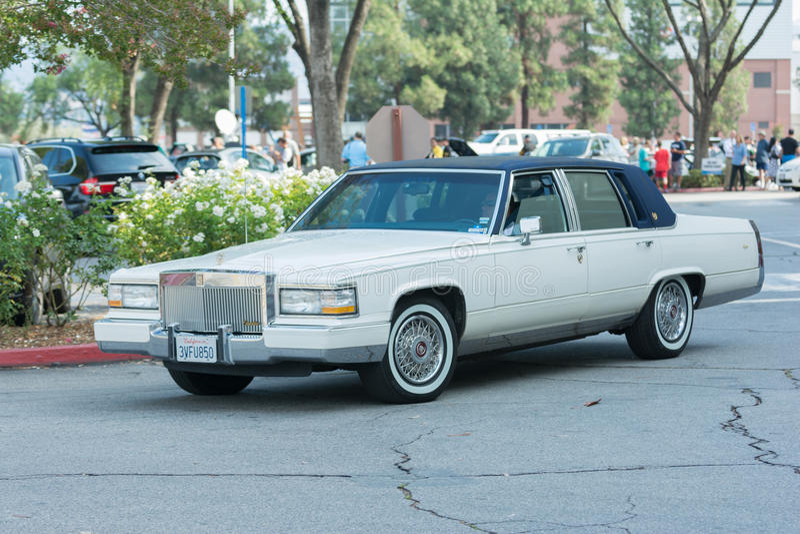 Download Automobile Di Cadillac Siviglia Su Esposizione Fotografia Editoriale - Immagine di veloce, concetto: 56878602