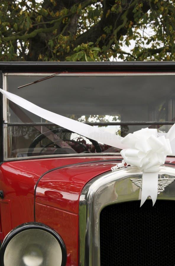 Automobile di cerimonia nuziale dell'annata immagine stock